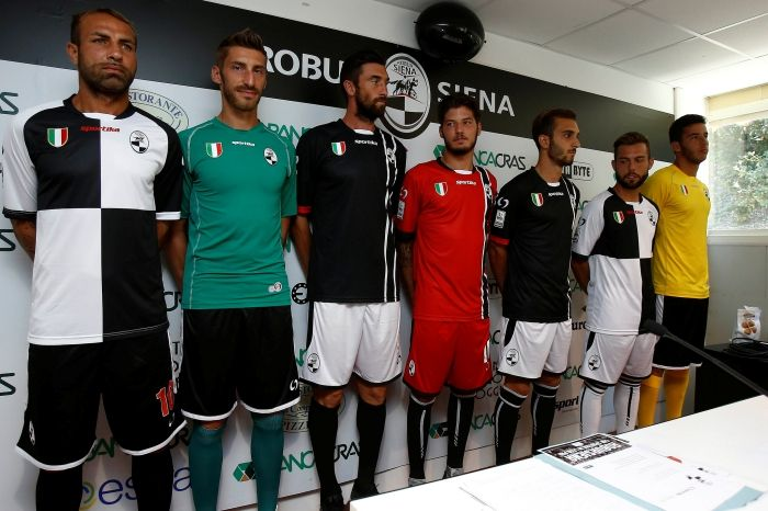 Predstavenie nových dresov Robur Siena.
